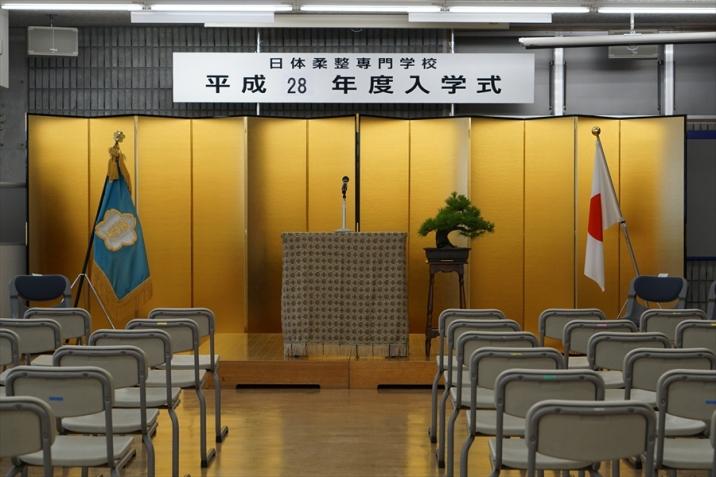 入学式前の会場。ここから1年生は本校の学生生活を歩み出します。