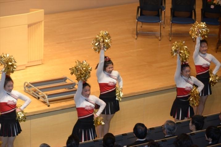 日体大チアリーダーが卒業生の門出に華を添えてくれます!